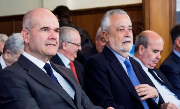 Acusados ex cargos por los ERE le echan la culpa al Parlamento donde tenían mayoría absoluta