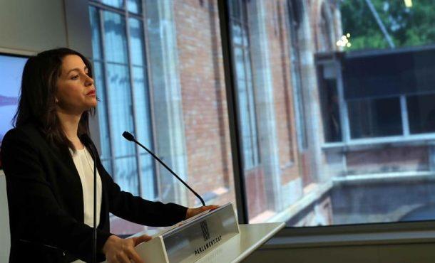 """Arrimadas pide a Rajoy que """"proteja"""" a los españoles ante la """"amenaza"""" del racista Torra"""