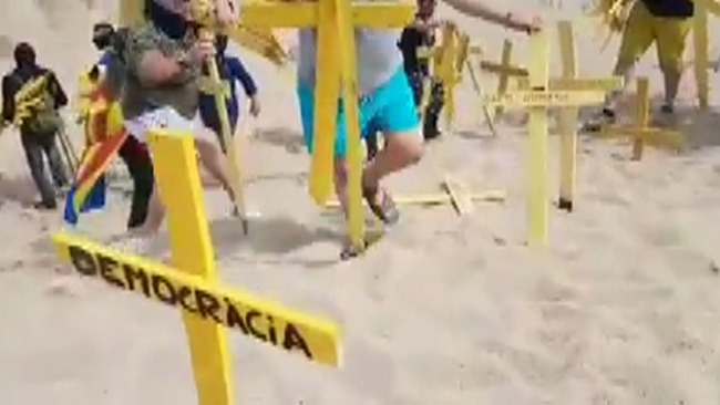 Españoles liberan la Playa de Canet de Mar derrotando CUP y CDR en una batalla de Cruces