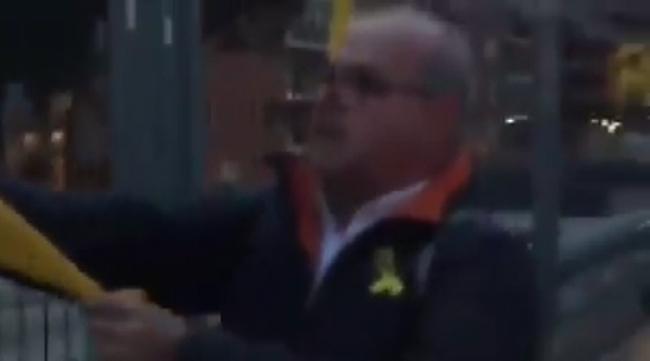 """Una española a fascistas CDR: """"sois unos guarros, ¡a prisión todos!"""""""