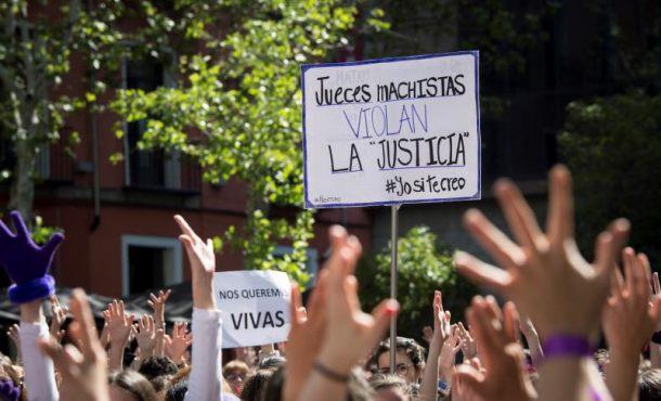 Feministas critican irresponsabilidad por publicar datos de la víctima de La Manada