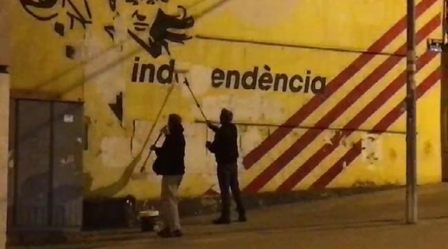 «Yellow Snake» y «El Niño» tumban al mural independentista de Esparraguera (Barcelona)