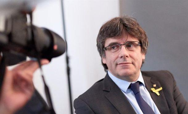 Ciudadanos pide al Constitucional que impida a Puigdemont delegar su voto
