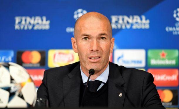 """Zidane: """"Cristiano Ronaldo se tiene que quedar sí o sí"""""""