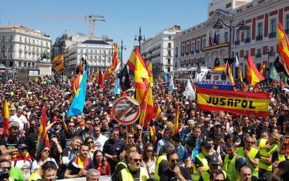"""80 mil personas de """"corazones verdes y azules"""" arropan a Jusapol en Madrid por la Equiparación"""