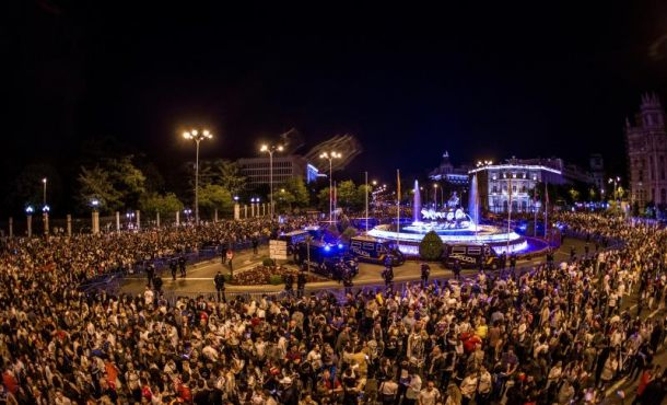 Máxima felicidad y apoyo en Cibeles tras la decimotercera Copa de Real Madrid