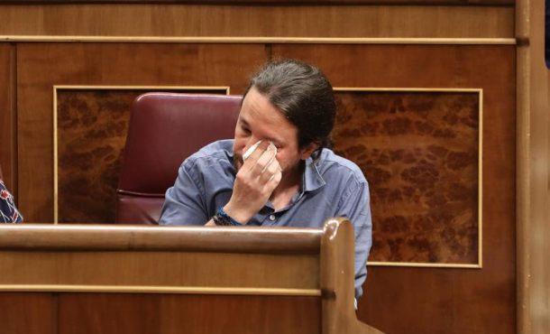 """Pablo Iglesias rompe a llorar en el Congreso porque """"soy humano"""""""