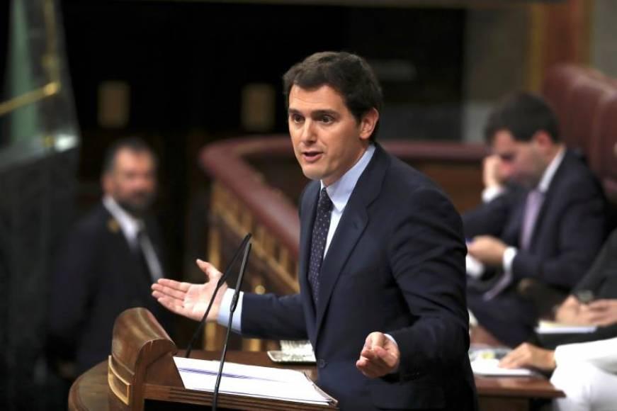 Rivera ofrece a Sánchez pactar elecciones y que no gobierne con separatistas