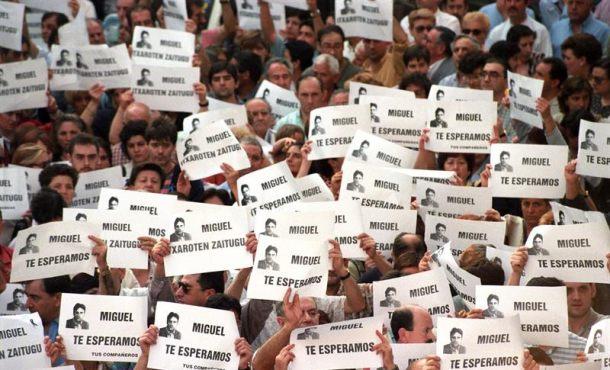 """El pueblo de Ermua, """"decepcionado"""" con el comunicado de disolución de ETA"""