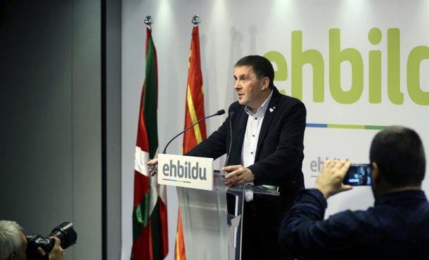 Otegi da la bienvenida a la decisión de ETA y dice que se abre una nueva era