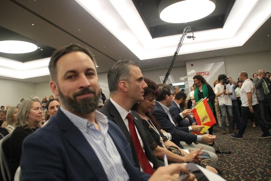 """Abascal: """"Cs camaleón huye foto con VOX aunque Rivera las tenga con Iglesias y Puigdemont"""""""