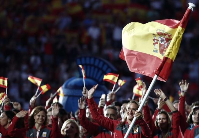 VOX derrota al independentismo en una batalla dentro y fuera del campo en Tarragona