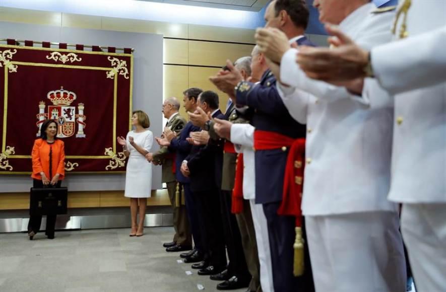 """Ministra de Defensa de España al separatismo: """"Fuera de la Ley, nada; el Ejército nos protege"""""""