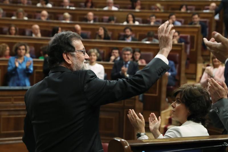 Cae Rajoy con 450 Altos Cargos del PP y más de 6 mil funcionarios eventuales del Estado
