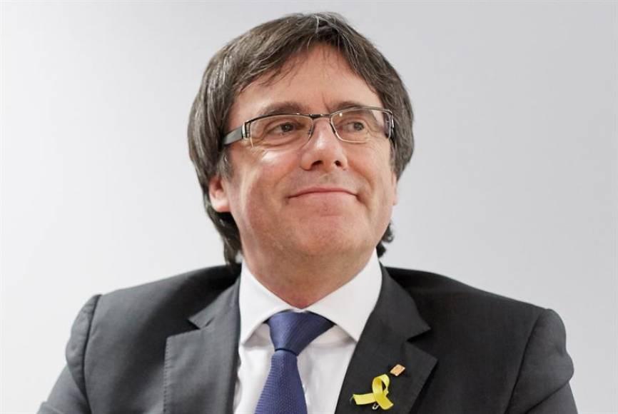 """Puigdemont dice que """"la lucha"""" por su República Catalana """"viene de lejos y es irrenunciable"""""""