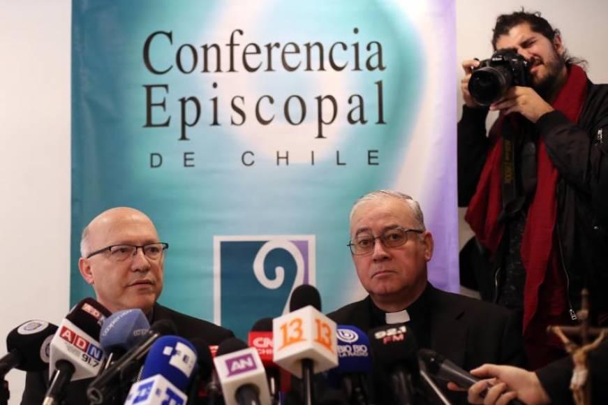 Dimiten 3 obispos chilenos salpicados por casos de abusos a menores en la Iglesia Católica