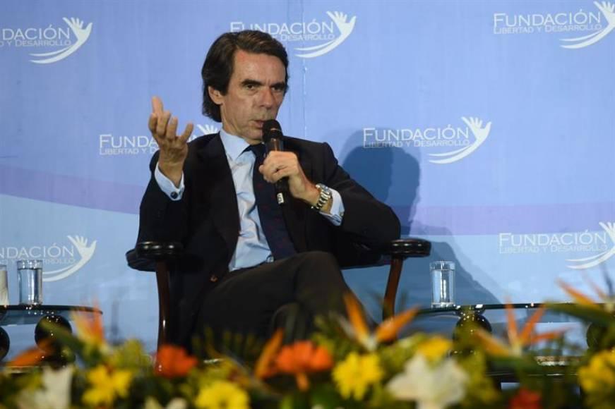 """Aznar huye de la prensa española y advierte de que no va """"a pedir perdón"""" a nadie"""