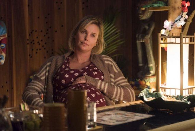 La actriz Charlize Theron habla de la cara menos amable de la maternidad