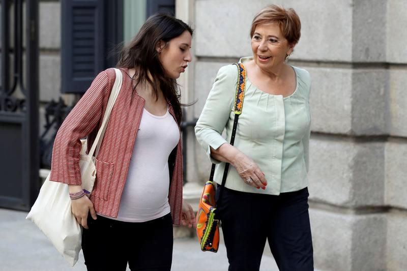 Curiosa imagen de Irene Montero (Podemos) y Villalobos (PP)