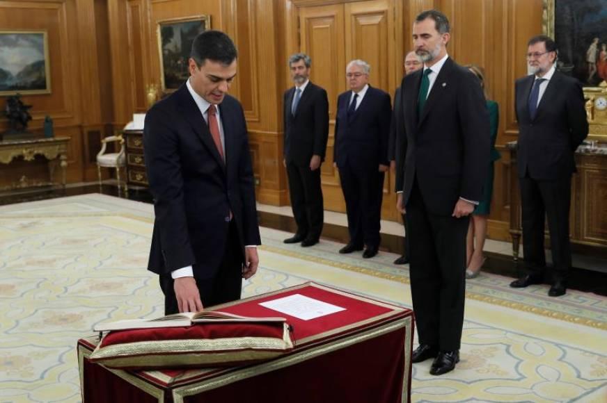 Sánchez promete su cargo ante el Rey