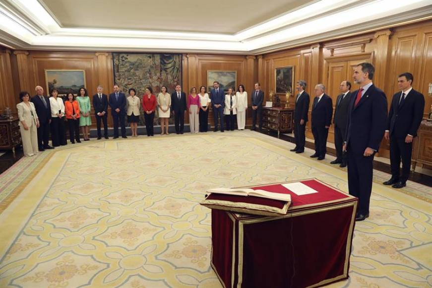 Los 17 ministros del nuevo Gobierno de España prometen sus cargos
