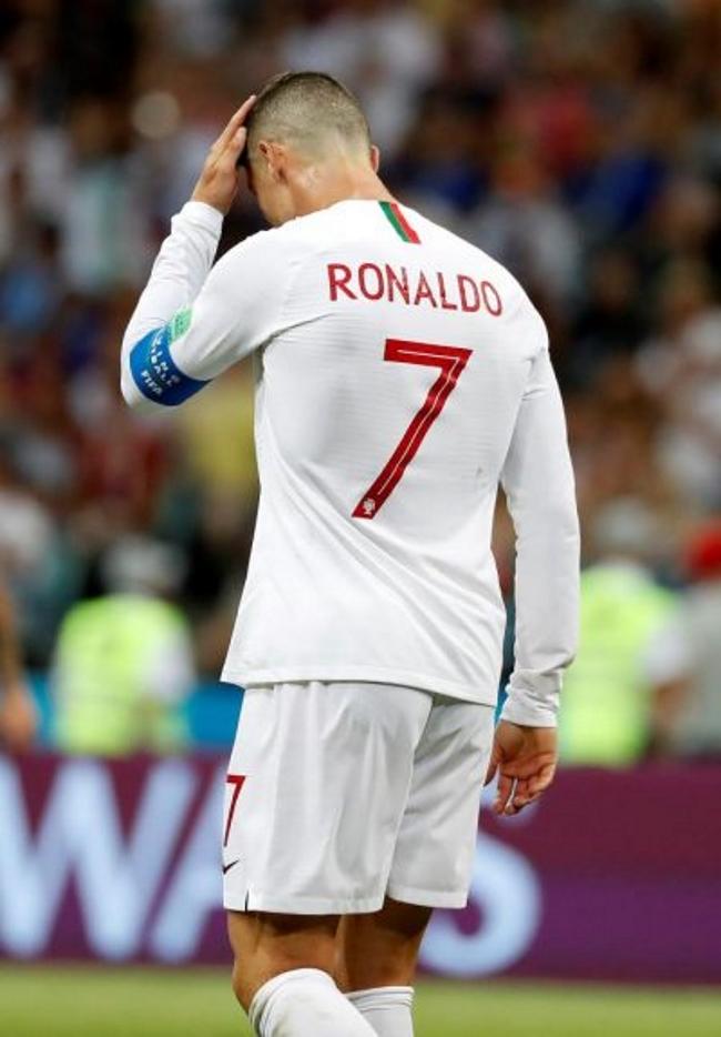 Cavani pone a Uruguay en cuartos y despide al caballeroso Cristiano Ronaldo (2-1)
