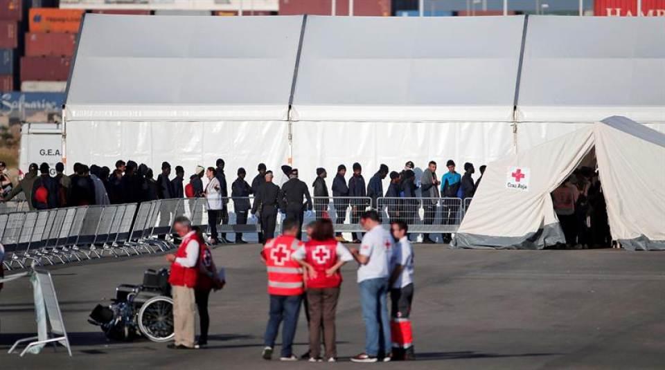 Llega Aquarius a España, el Gobierno de Sánchez garantiza papeles y trabajo para solo un mes