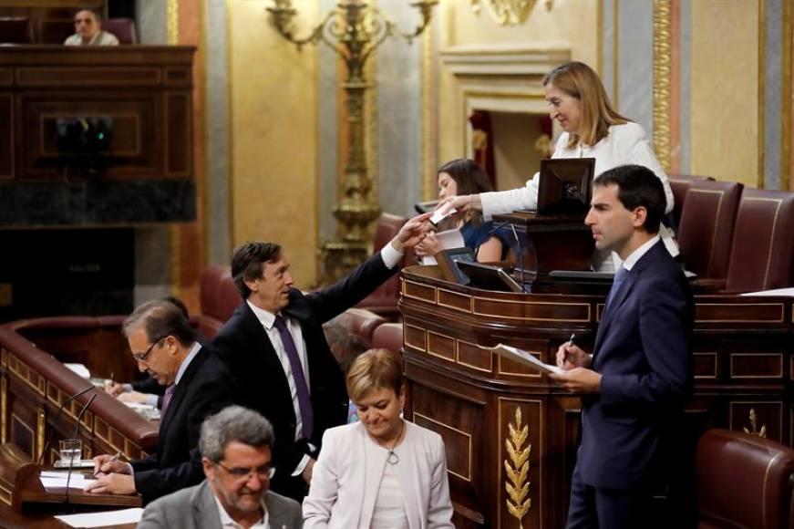 Sánchez e Iglesias fracasan en su primer intento de controlar la radiotelevisión española