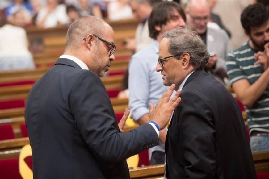 Puigdemont empuja al fascismo al precipicio, Torrent atacado por JxCAT, cierra el Parlamento