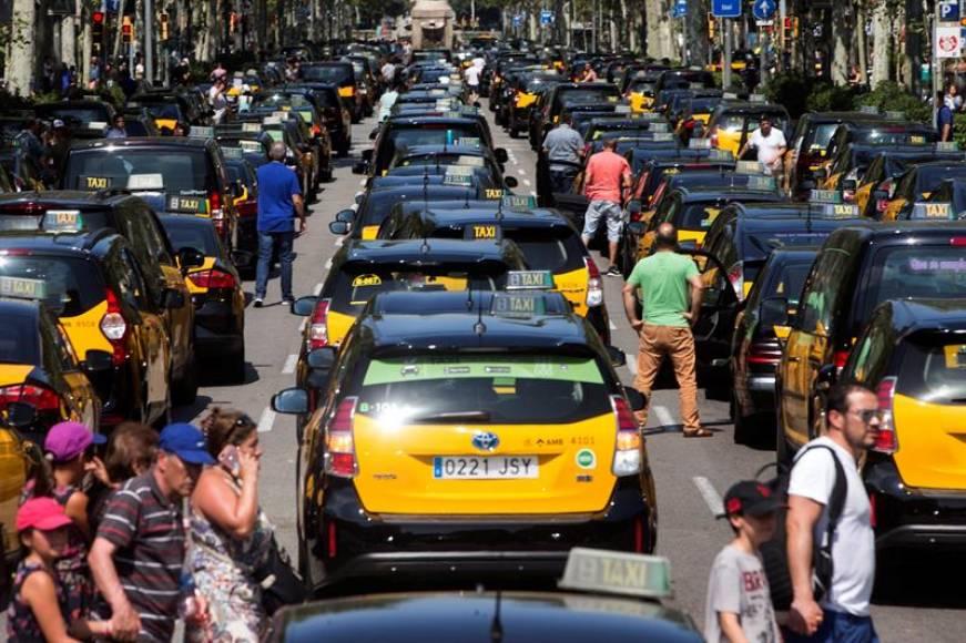 La protesta de los taxistas colapsa la entrada a Barcelona
