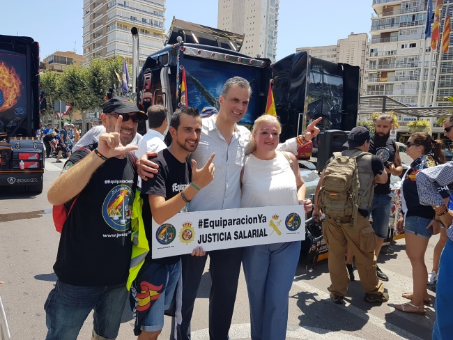 VOX arropa a Jusapol en Alicante en su lucha por una Equiparación salarial con los Mozos