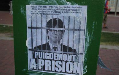 """Españoles ante Consulado de Alemania Barcelona: """"Aie Adolf Torra, Puigdemont a Prisión"""""""