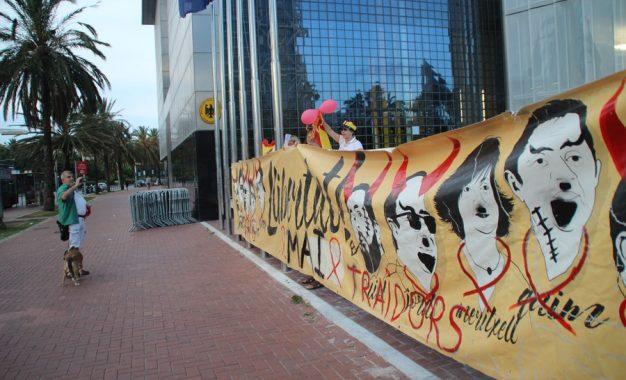 """Españoles al Consulado de Alemania: """"España se encuentra muy cerca del enfrentamiento civil"""""""
