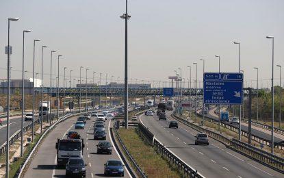 DGT se plantea retirada de hasta puntos 6 a españoles que usen el móvil o programen GPS