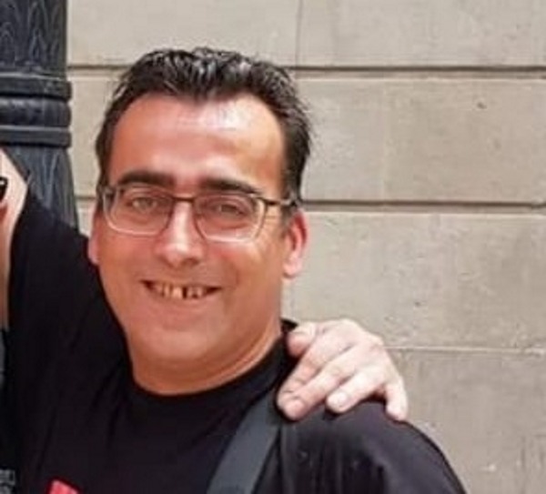 Detención injusta del español Tony por retirar lazos amarillos en accesos de la cárcel Els Lledoners