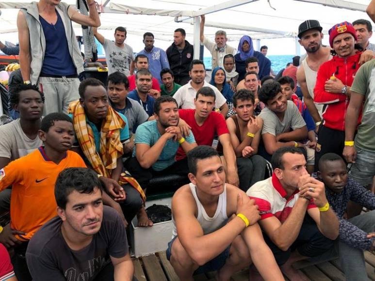 Ada Colau y Generalidad acogen a los inmigrantes rescatados en las costas de Libia