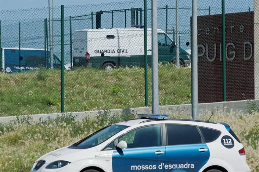 Forcadell llega a la prisión de «Puig de les Basses» (Gerona) custodiada por la Guardia Civil