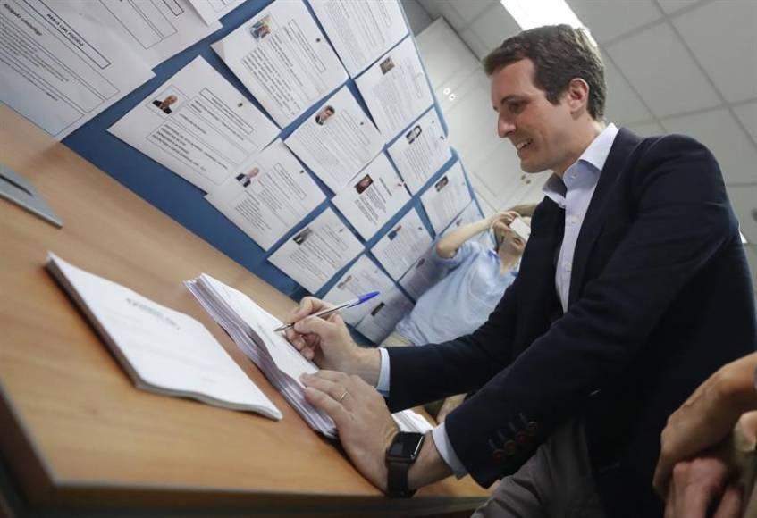 """Casado ganaría las primarias del PP, """"arrasó a Madrid y ganó en Valencia"""" y provincias"""