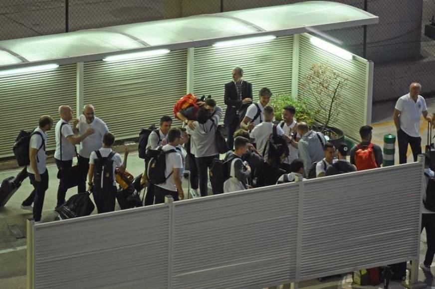 La selección llega a España abatida y con caras de tristeza en sus 23 jugadores