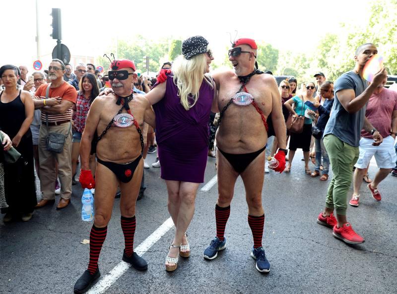 Homosexualismo y temas relacionados - Página 2 MADRID-ESPA%C3%91A-7.07.2018.-Uno-de-los-asistentes-a-la-marcha-del-orgullo-LGTB-de-2018-en-Madrid.-La-manifestaci%C3%B3n-del-Orgullo-Gay.-Efe