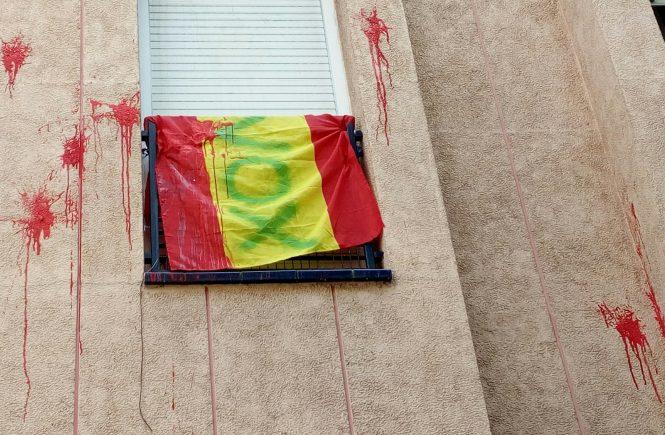 El fascismo ataca la casa de una familia española vecina de Sabadell (Barcelona)