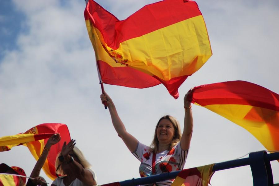 """Las españolas defienden la """"libertad"""" de España en el Puente de TV3 (Barcelona)"""
