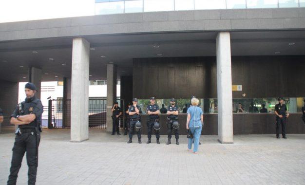 """Una española a Policías atacados por CDR: """"Sois la Policia democrática"""" de España"""