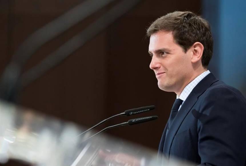 """Rivera: """"Rajoy"""" era muy malo pero Sánchez es el desatre"""