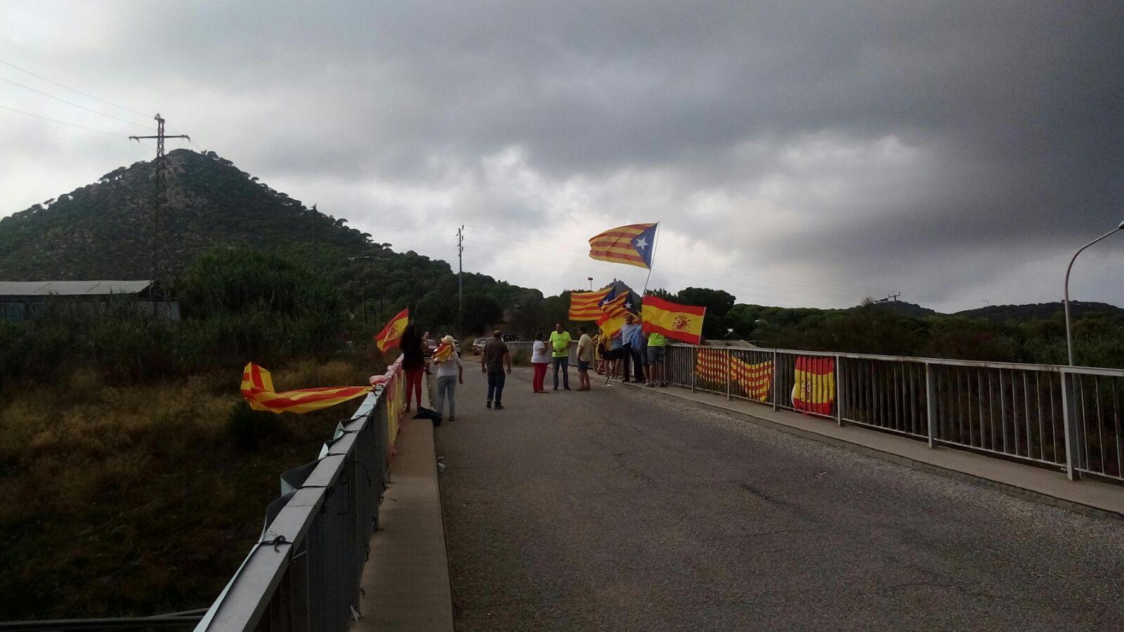 Llaman a ir al Puente de Vilasar de Mar donde CDR atacará a las españolas