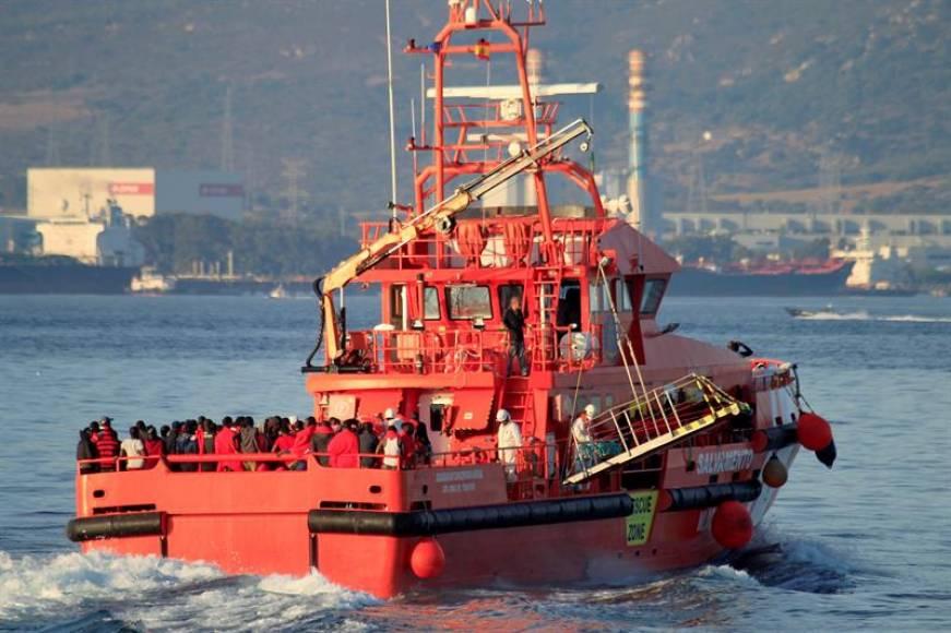Algeciras (ESPAÑA), 17.08.2018. Llega al puerto de Algeciras el buque de Salvamento Marítimo 'Concepción Arenal' con los 274 inmigrantes rescatados. Efe