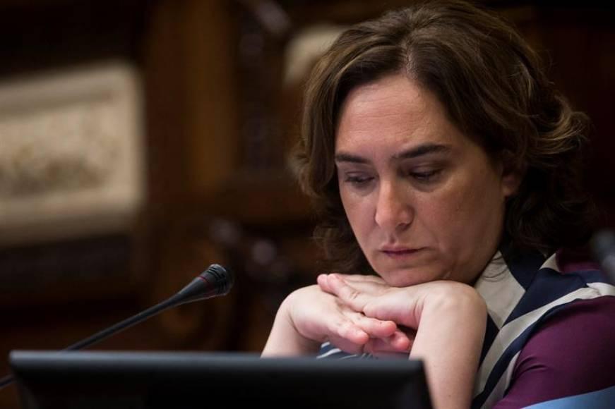 Ada Colau, está sola, CUP abandona y Cs, PP y PSC ERC y PDCAT votan en contra