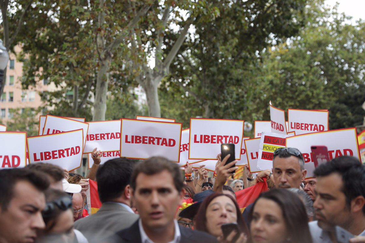 """La Ciutadella clama contra la """"policía política"""" de Torra y apoya a la agredida española"""