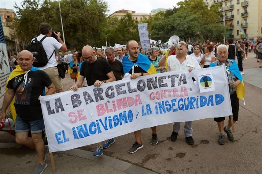 """Los Vecinos a Ada Colau: """"Basta, estamos hartos de la inseguridad e incivismo"""""""