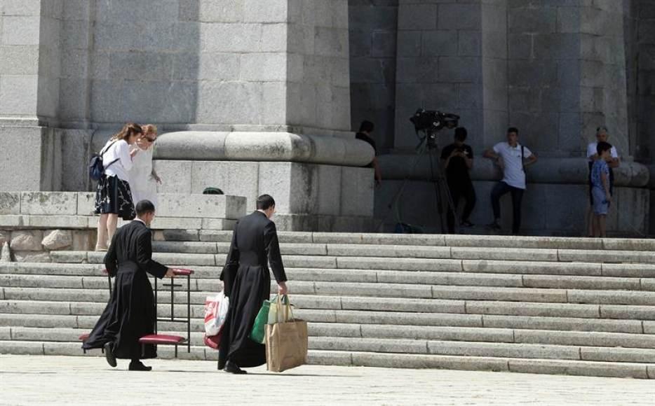 """La Iglesia, dispuesta a """"acoger a los restos"""" de Franco"""